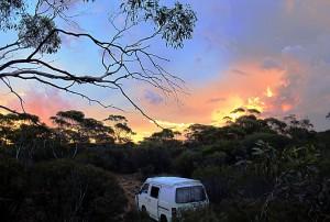 Ein Sonnenuntergang im australischen Outback - es gibt noch perfekte Momente auf dieser Weltreise und in Australien