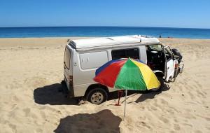 Was macht man in Australien wenn man mit dem Auto im Sand stecken bleibt?