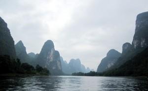 Guilin Fluß Li wunderschöne Landschaft Karstberge