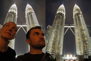 Weltreise Blog vor den Petronas Towers in Kuala Lumpur