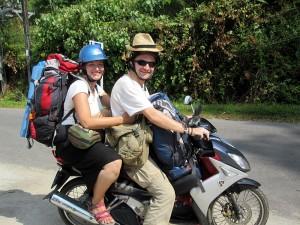 Mit dem Roller auf der Insel Ko Chang unterwegs. Mehr im Weltreise Blog!